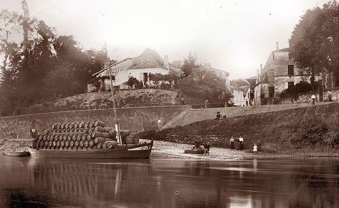 Le port du Fleix sur la rivière Dordogne, en 1913
