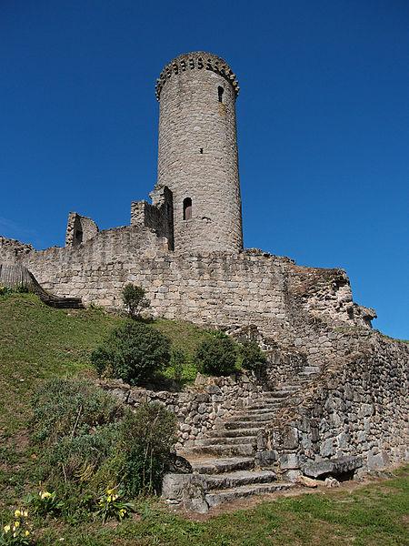 La Tour de Piégut sur la commune de Piégut-Pluviers