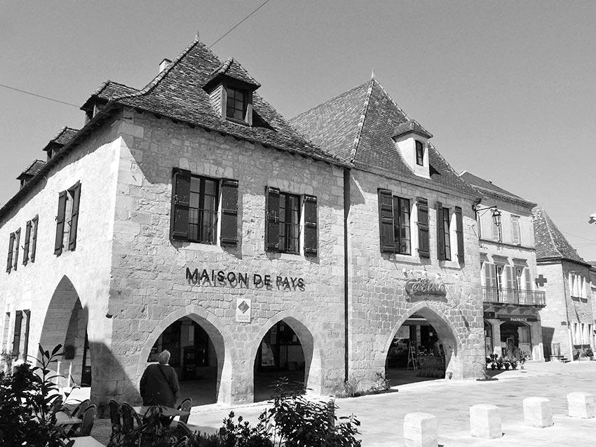 beaumont-du-perigord-place-cote-ouest