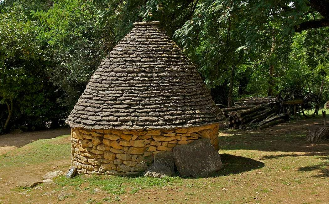 Différentes formes de cabanes en pierre sèche