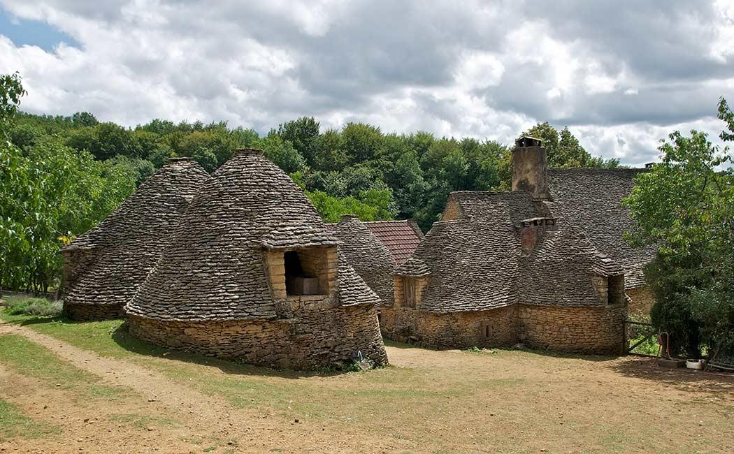 Les cabanes en pierre s che du p rigord esprit de pays - Maison en pierre seche ...