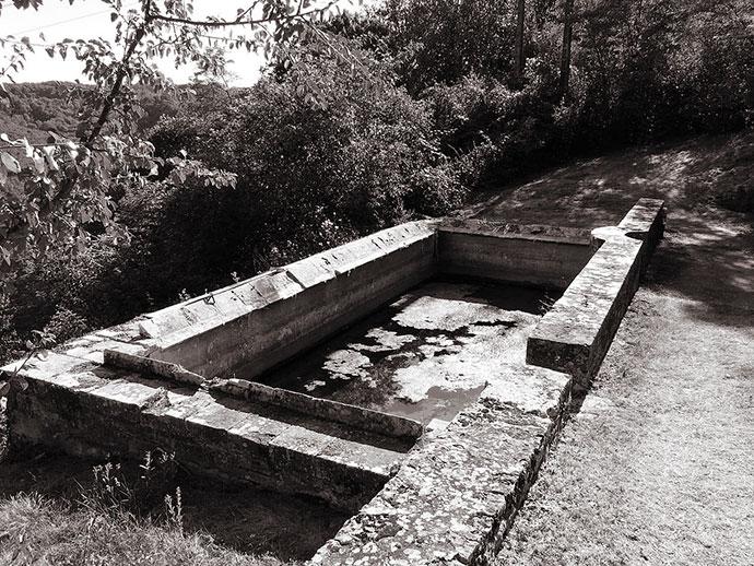 Lavoir dans le parc du château de Lacoste, Castelnaud-la-Chapelle