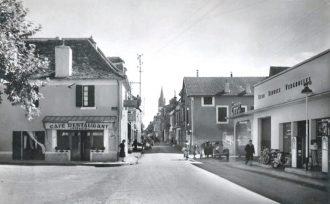 Garage Vergnolles, entrée ouest de Lalinde, coll. Christian Bourrier.