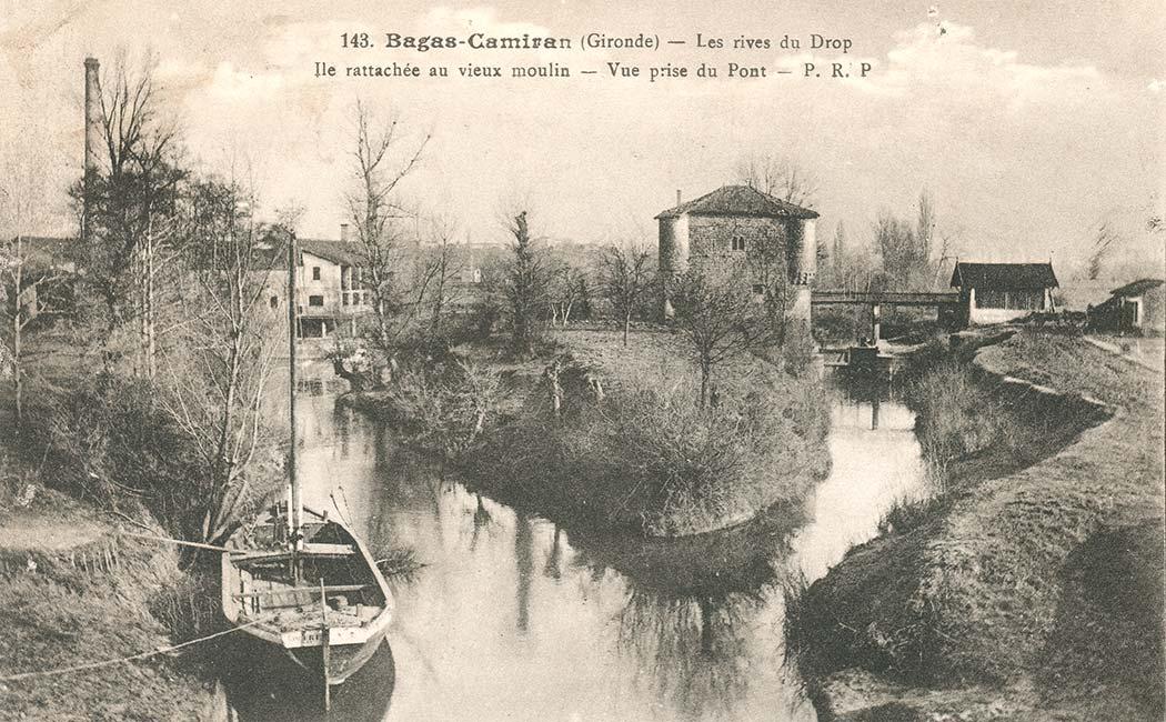 Le moulin à eau fortifié dénommé moulin de Bagas (XIV) enjambe le Dropt en limite de la commune de Camiran – Cliquez pour agrandir