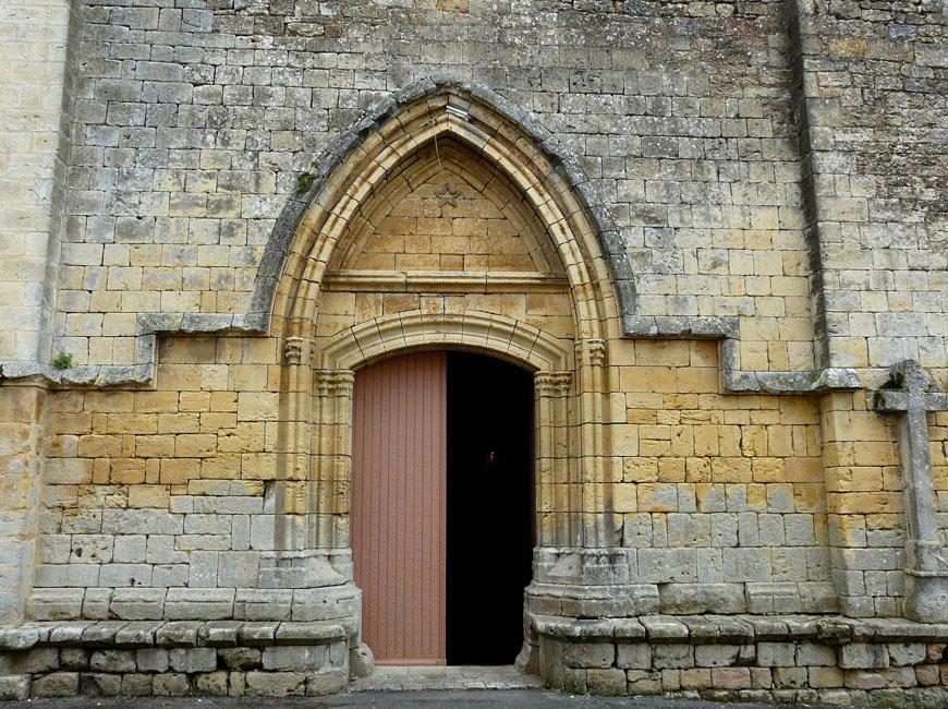 Le Portail ouest de l'église dela Bastide anglaise de Molières en Dordogne-Périgord